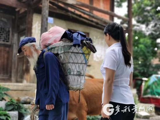 该剧执行导演陈星华老师说:这个场景预示扶贫干部一定要拔掉钉子户,让该村全民进入小康。