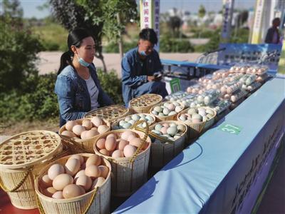 优质农产品展示。记者 梁小雨 摄