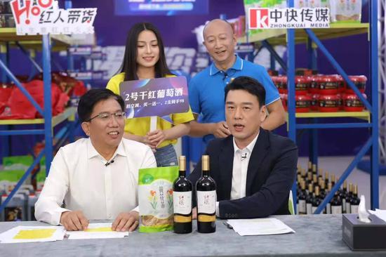 """""""红漠""""其实是一款红寺堡区扶贫特色农产品,今年被列入宁夏农特产品扶贫名录,是红寺堡葡萄酒产业的见证。"""
