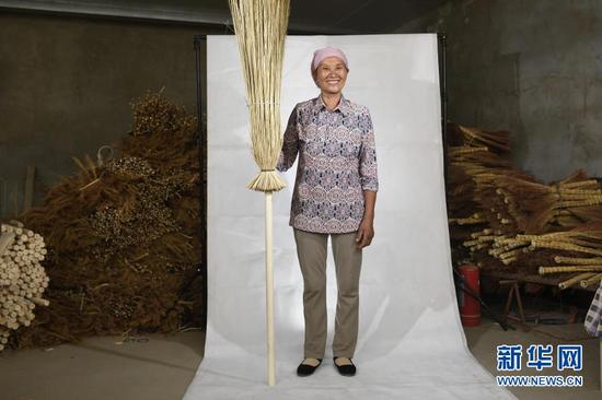 这是在红寺堡区龙源村拍摄的李耀梅肖像(6月10日摄)。新华社记者 王鹏 摄