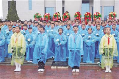 "<p>  4月2日,盐池县在革命烈士纪念馆举行""守护·2021清明祭英烈""活动。</p>"