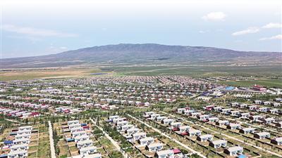 <p>  吴忠市红寺堡生态扶贫移民集中区从1998年开发至今,共安置宁夏南部山区20多万移民。(资料图片)                                                   本报记者 马楠 摄</p>