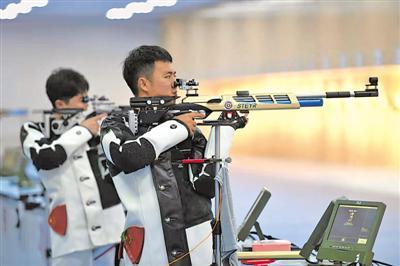 <p>    9月5日,獲得第十四屆全國運動會射擊項目決賽席位的寧夏運動員在加緊備戰訓練。本屆全運會,寧夏有10名選手分別取得男子、女子氣手槍、氣步槍共8個小項的決賽資格,他們將在各自的項目上挑戰自我,沖擊獎牌。</p><p>    本報記者 張輝 攝</p>