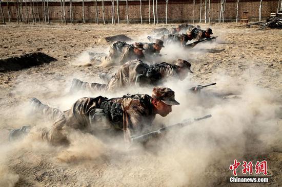 新疆军区新兵连训练 场面震撼