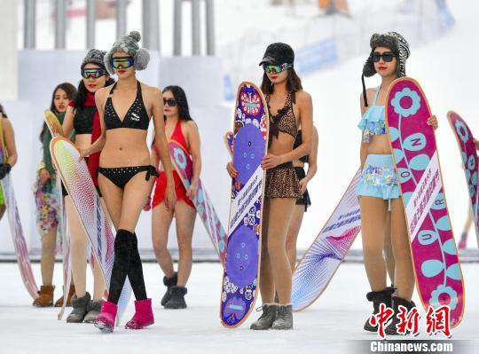 初冬和滑雪更配哦!这是新疆滑雪季的正确观赏方式