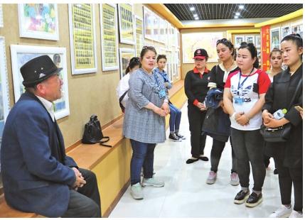 努尔丁红色记忆收藏馆被高昌区评为民族团结教育基地