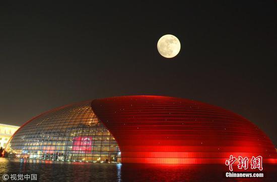 """新年伊始好风景 """"超级月亮""""扮靓多地夜空"""