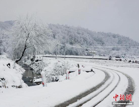 多地迎新年首场降雪 发布暴雪橙色预警