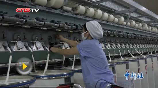 青年哈萨克夫妇从牧民到自动化生产线工人的蜕变