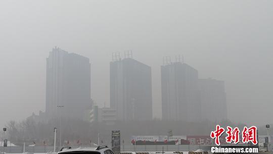 """新疆天山北坡多个城市空气质量指数""""爆表"""""""