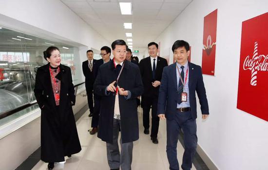 中粮集团副总裁马建平节前慰问重庆厂困难职工并检查安全生产工作