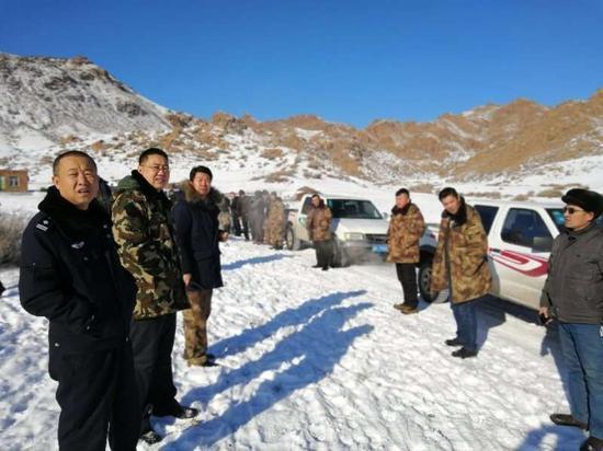 新疆警民彻夜营救 零下26度成功救援走失牧民