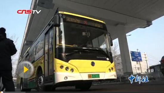 乌鲁木齐首批20辆悬挂新能源专用号牌公交车上线运营