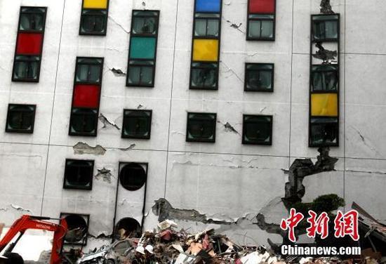 台湾花莲地震:饭店楼体出现裂纹