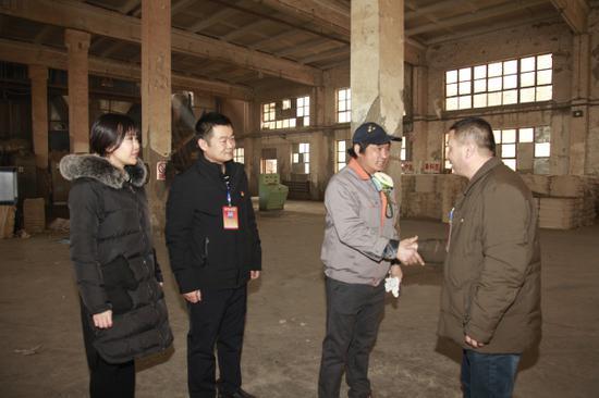 """(新春走基层)库尔勒开发区""""访惠聚""""工作队让困难群众过好年"""