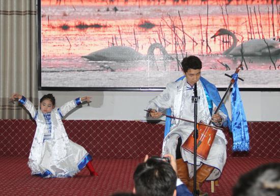 新疆和静县农牧民自办春晚迎新春