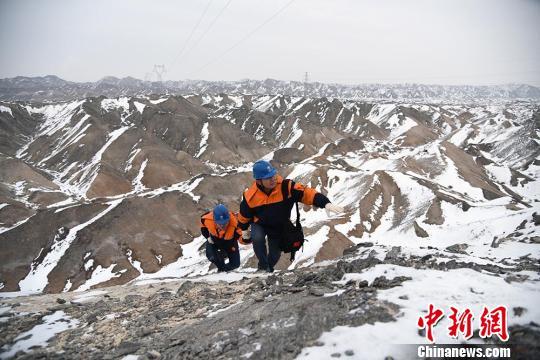 新疆电力部门开展安全检查保万家灯火迎新春