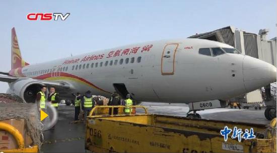 新疆机场货运小哥 每天工作22小时保春运