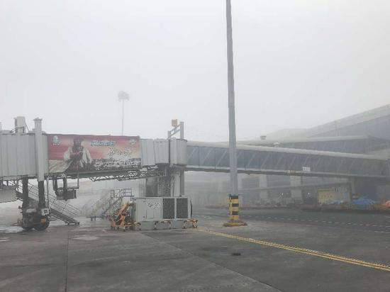 3月14日,乌鲁木齐国际机场启动大面积航班延误黄色应急响应。王炜摄