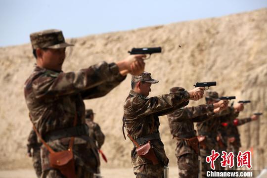 新疆军区某训练基地进行射击考核