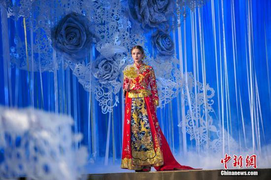 沈阳举行春季婚礼秀 观众体验浪漫爱情之旅