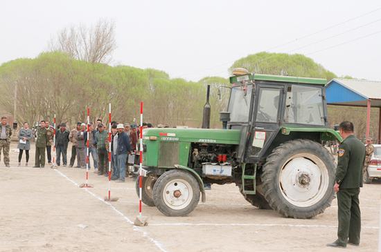 春耕正当时 兵团第三师五十团为农机安全保驾护航.