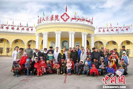 """""""太阳的孩子康复工程""""爱心行动在塔县。深圳援疆医疗队供图。"""