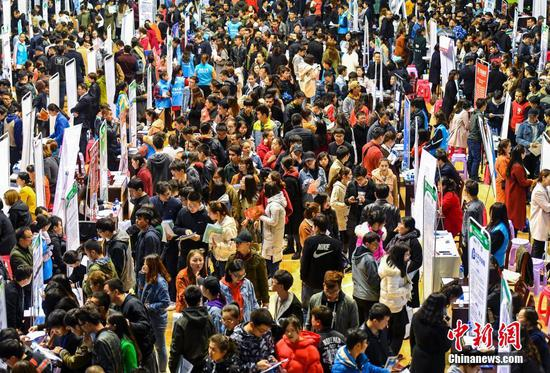 新疆近300家民营企业走进高校寻英才