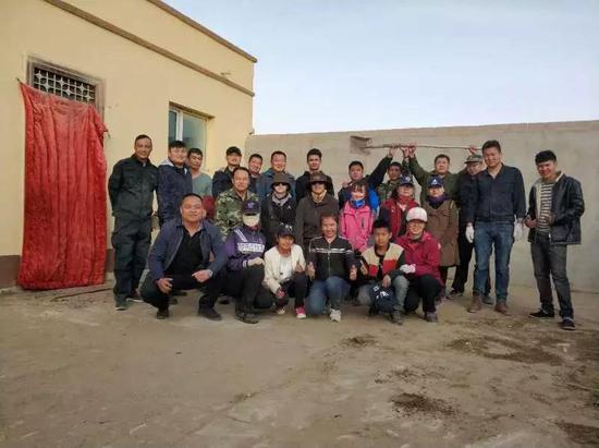干部们爱上了干农活 村民们爱上了学国家通用语言