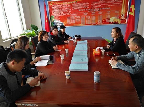 兵团工会相关部门领导来石河子兵团分行参观学习工会职工之家建设。