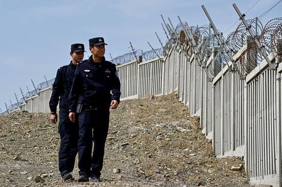 新疆铁警开展高铁线路应急演练