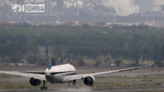 中国引进的首架波音777-200型飞机在新疆退役