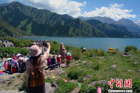 端午节假期永利官网娱乐天山天池推优惠政策吸引游客