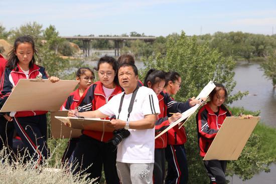 黑龙江援疆教师:让版画艺术在额尔齐斯河畔生根发芽
