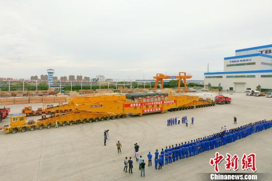 世界首台发送端±1100千伏高压直流换流变压器在新疆发运