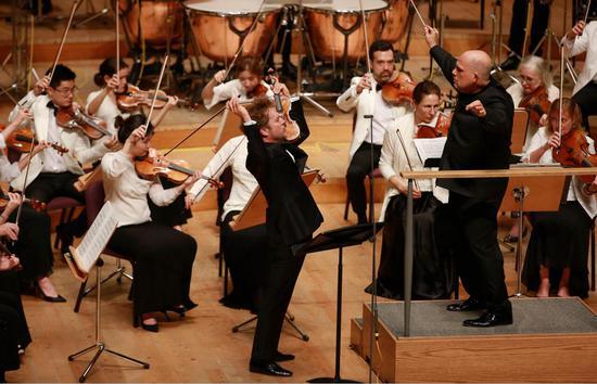 梵志登联袂卡普松与纽约爱乐合作演绎伯恩斯坦《小夜曲》。
