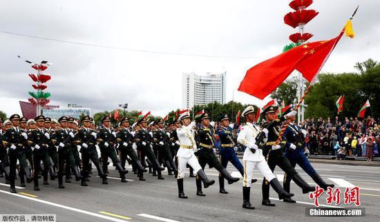 白俄罗斯举行独立日阅兵式 解放军仪仗队亮相