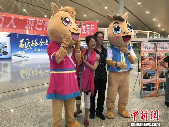 新疆铁路旅游专列开辟全域旅游新模式