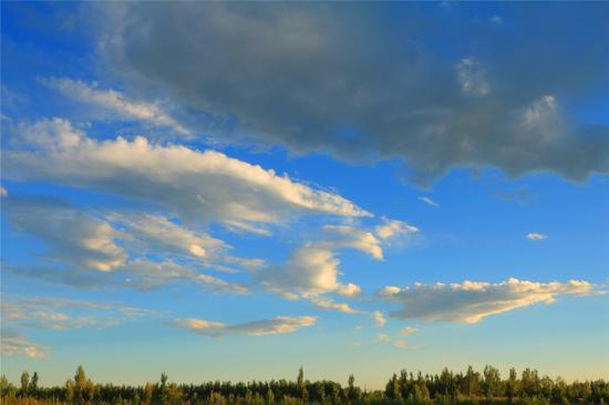 图为空中的云。