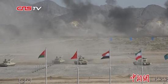 """""""国际军事比赛2018""""新疆赛区开幕 观众称深感震撼"""