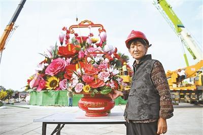 天安门广场中心花坛完成吊装 揭秘广场花坛如何诞生