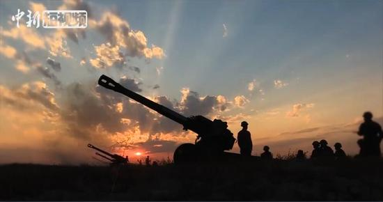 燃爆!新疆军区某炮兵团炮兵群跨昼夜实弹战术演习