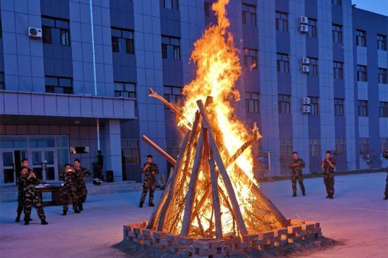 篝火取景。
