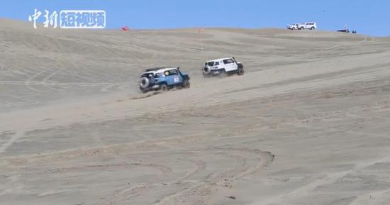 沙漠狂飙!新疆人的中秋假期这么过