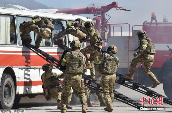 俄罗斯和吉尔吉斯斯坦军队举行联合反恐军演