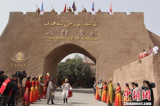 2018新疆喀什丝路文化胡杨节开幕