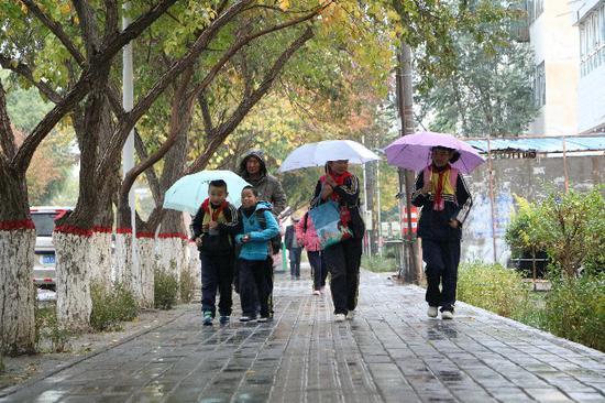 巴州博湖县秋雨降临寒气足