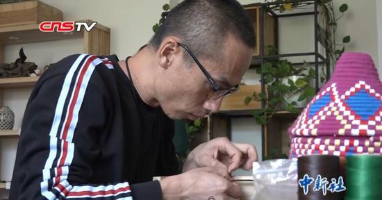 """新疆""""80后""""绳结艺术传承人:做有温度的手工艺品"""