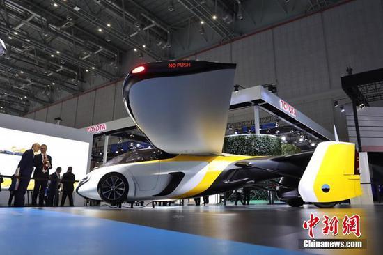 """最科幻展品——""""会飞的汽车""""AeroMobil亮相首届进博会"""