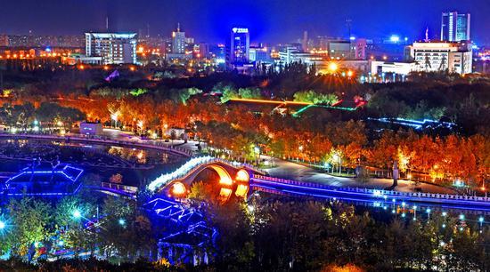 深秋克拉玛依市璀璨夜景美如画